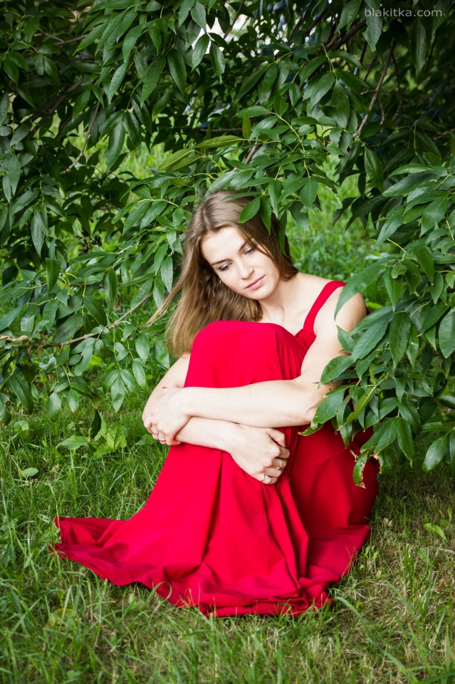 Sad girl in red dress – Blakitka: photo blog