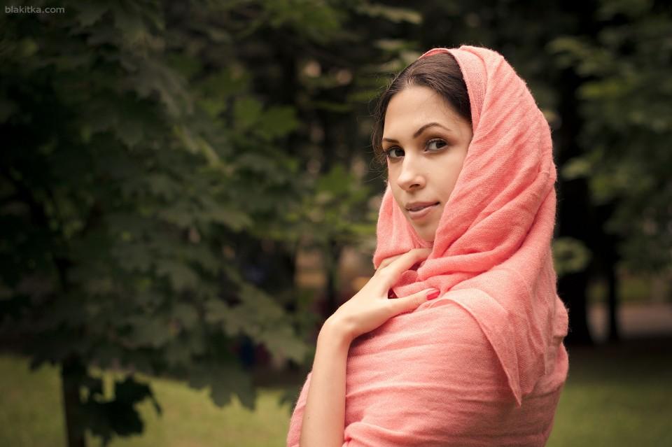 Beautiful arabian girl in a shawl