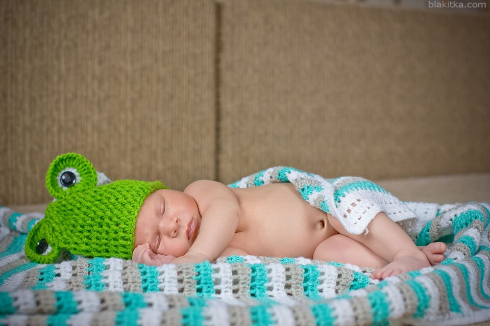 newborn babyboy, 14 days in a frog hat